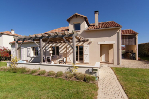 Villa for 8 Persons in Rouzède