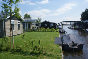 Stern Holiday Home with boat in Giethoorn, Netherlands